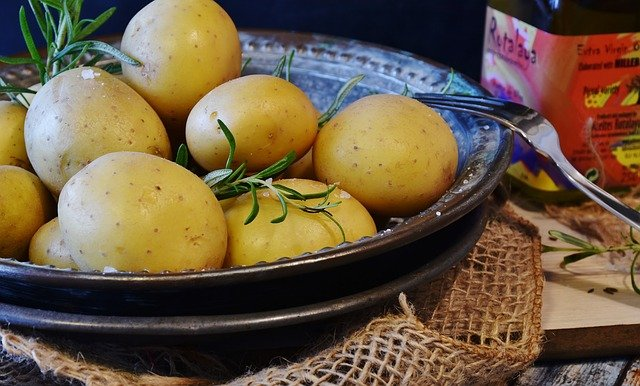 aardappelen voorgaren in de magnetron